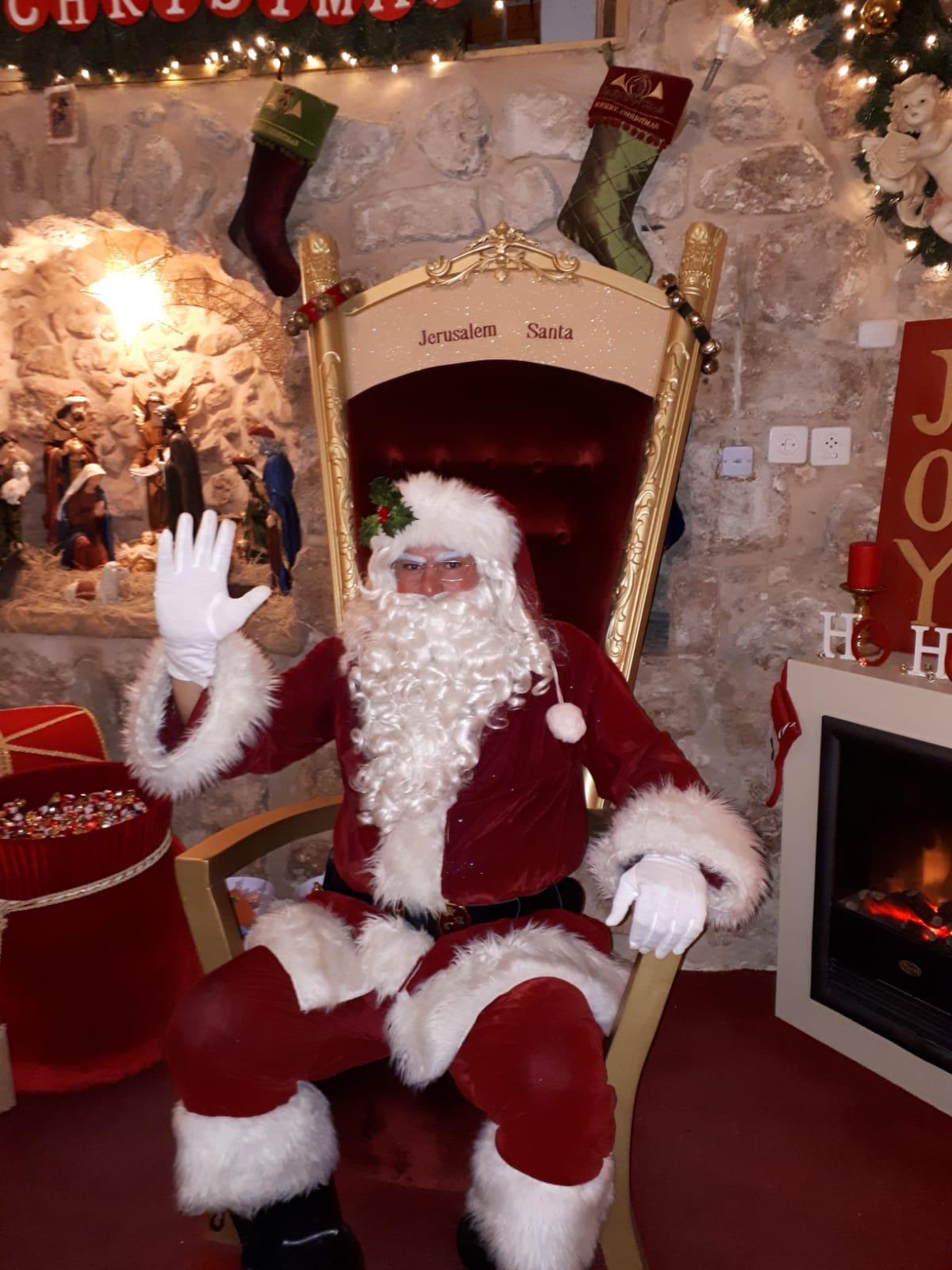 Иерусалимский Санта приветствует гостей. Фото: Юлия Хович