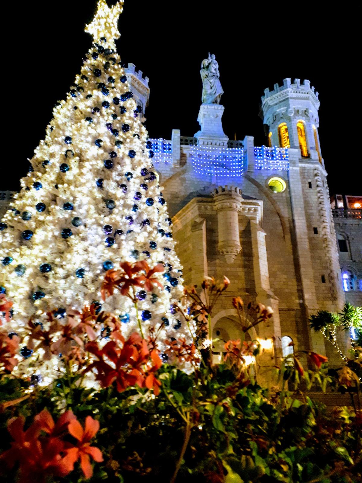 Елка возле Notre Dame de Jerusalem в прошлом году. Фото: Юлия Хович