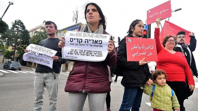 מחאת הנשים בעקבות הרצח ה-25 של אישה מתחילת השנה במרכז הכרמל  חיפה (צילום: נחום סגל)