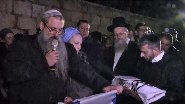 הלוויה של התינוק עמיעד ישראל (צילום: גיל יוחנן)
