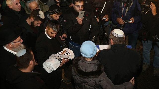 הלוויה של התינוק עמיעד ישראל (צילום: אוהד צויגנברג)