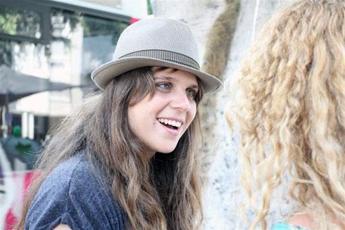 הסמל של המחאה החברתית בישראל ב-2011: דפני ליף והכובע (צילום: עופר עמרם)