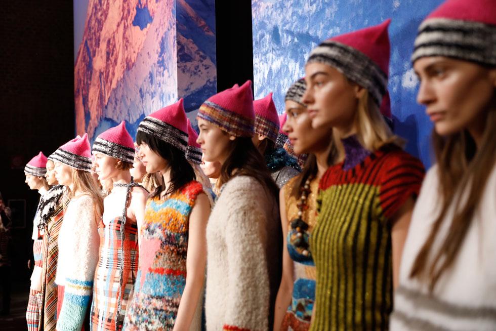 הכובעים הוורודים מככבים בתצוגת סתיו-חורף 2017-18 של מיסוני (צילום: Tristan Fewings/GettyimagesIL)