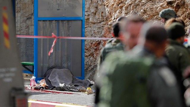 זירת הפיגוע בגבעת אסף בנימין (צילום: AFP)