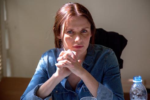 """ב""""עיר המקלט"""". בהתחלה חיפשו שחקנית מזרחית וכהת עור, כמו הדמות בספר"""" (צילום: נטי לוי)"""
