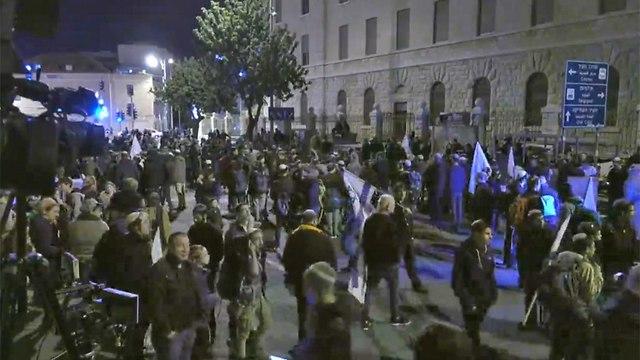 Демонстрация на Кикар-Париз. Фото: Алекс Гамбург