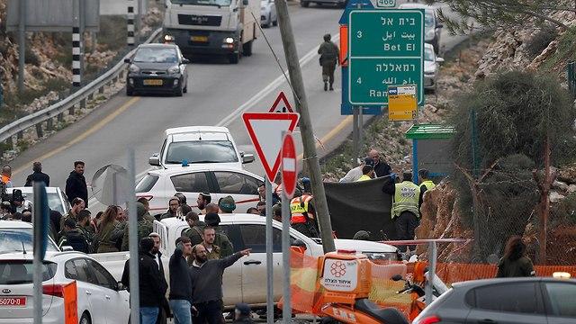 זירת הפיגוע בגבעת אסף בנימין (צילום: EPA)
