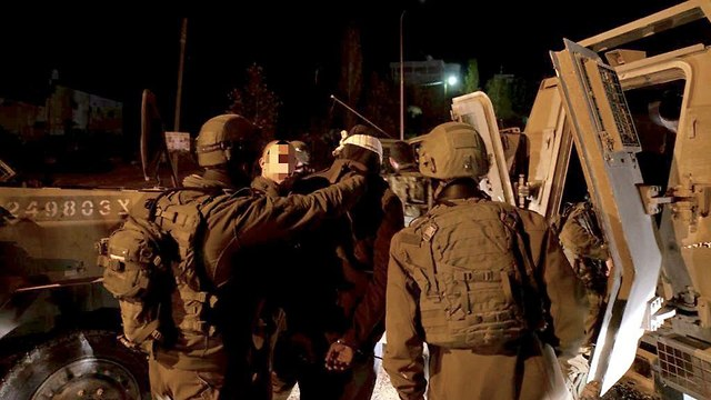 Archive: IDF troops arresting Palestinian suspects in the West Bank (Photo: IDF) (Photo: IDF Spokesperson's Unit  )