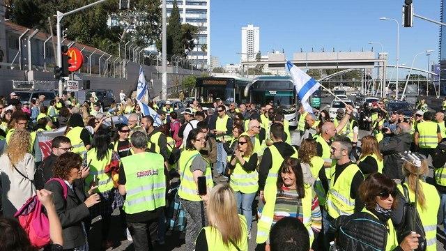 """Демонстрация """"желтых жилетов"""" в Тель-Авиве. Фото: Моти Кимхи"""