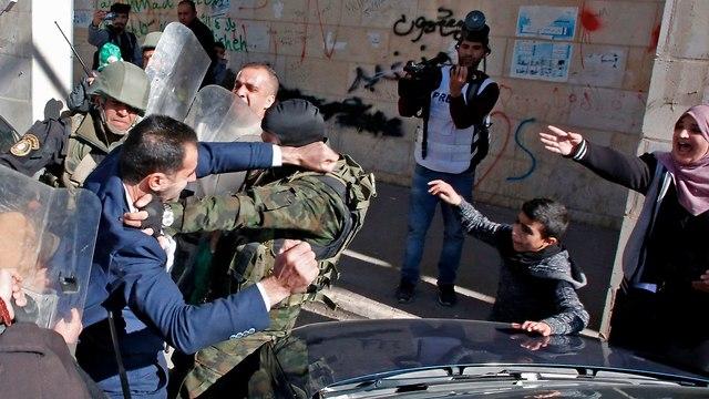 מנגנוני הביטחון הפלסטינים מונעים מחמאס לקיים עצרת בחברון לרגל יום השנה ה-31 לייסוד הארגון (צילום: AFP)