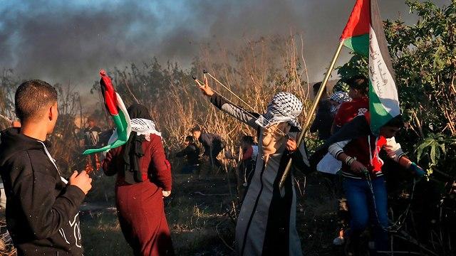הפרות סדר של פלסטינים ברצועת עזה (צילום: AFP)