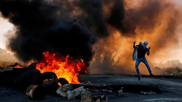 Palestinians clash with IDF troops in Ramallah (Photo: AFP) (Photo: AFP)