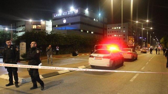 רצח כפול ליד משרדי להב 433 (צילום: אבי מועלם)