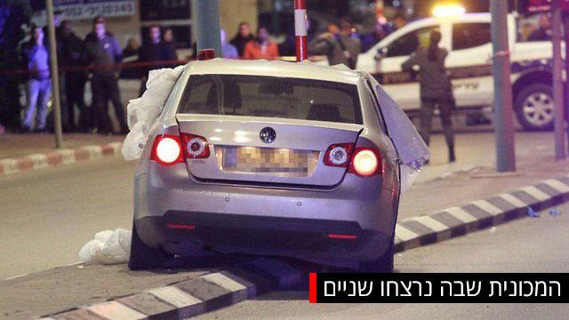 הרכב שבו בוצע הרצח הכפול ליד משרדי להב 433 לוד (צילום: אבי מועלם)