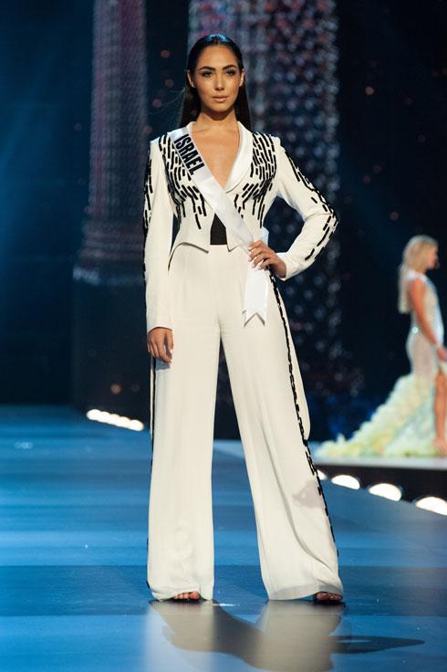 בחליפת המכנסיים המדוברת (צילום: Patrick Prather, Miss Universe )