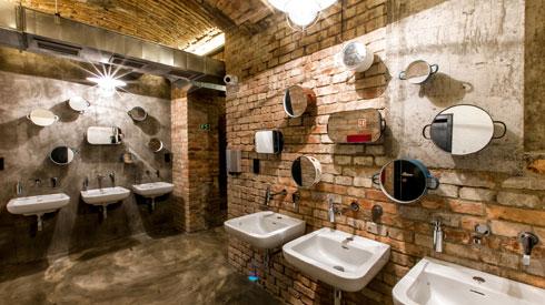 Czech Inn Design Hostel. עץ טבעי, מלט, לבנים חשופות (צילום: מתוך czech-inn.com)