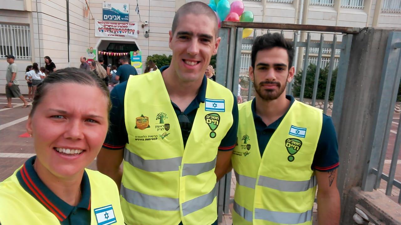 מתנדבים במשמרות הזהב (צילום: באדיבות מועדון הכדוריד מכבי ראשון לציון)