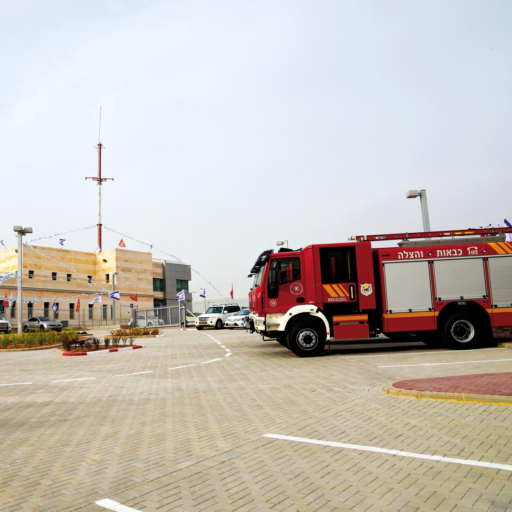 פעמים רבות הגורם המעכב הוא שינוי תקנים מטעם כיבוי אש (צילום: הרצל יוסף) ()