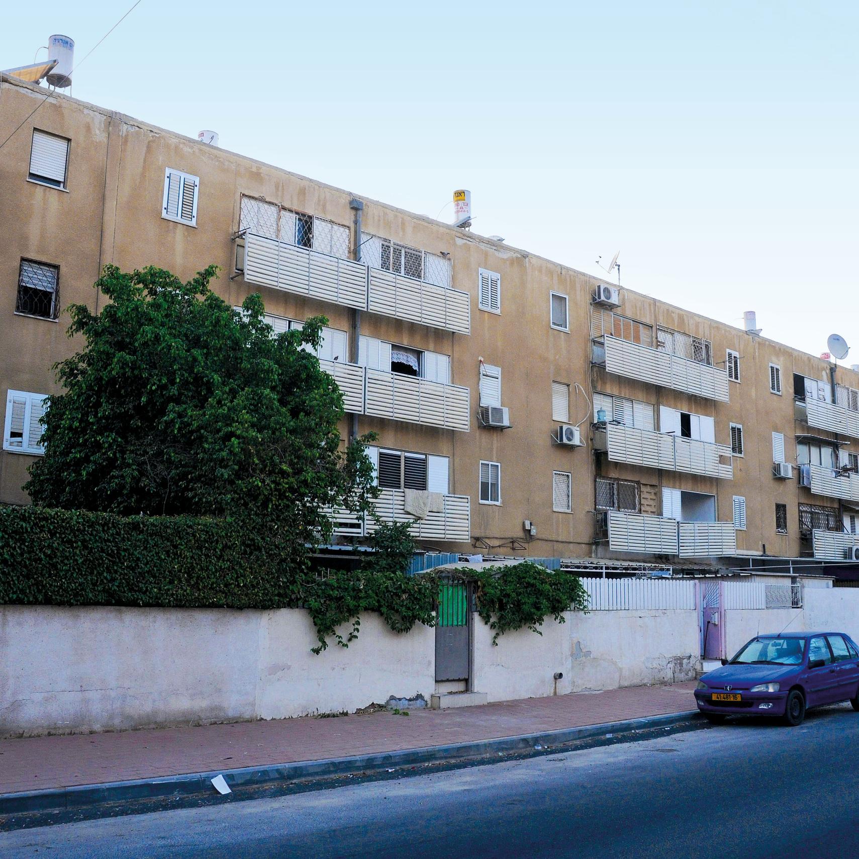 דיור ציבורי מוזנח בישראל. הדרך לסלאמס קצרה (צילום: הרצל יוסף) ()