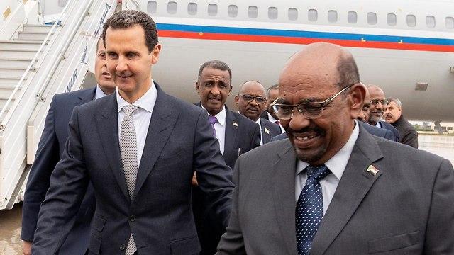 נשיא סוריה בשאר אסד מארח ב דמשק את נשיא סודן עומאר אל באשיר ()