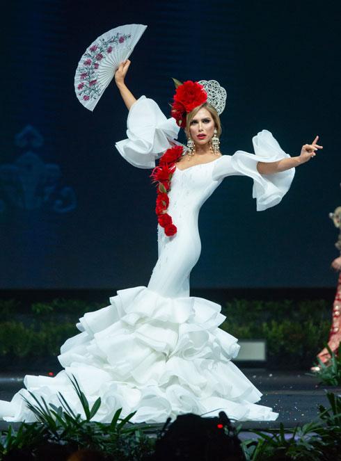 עושה היסטוריה. אנג'לה פונס מספרד (צילום: Miss Universe / Amorn Pitayanant)