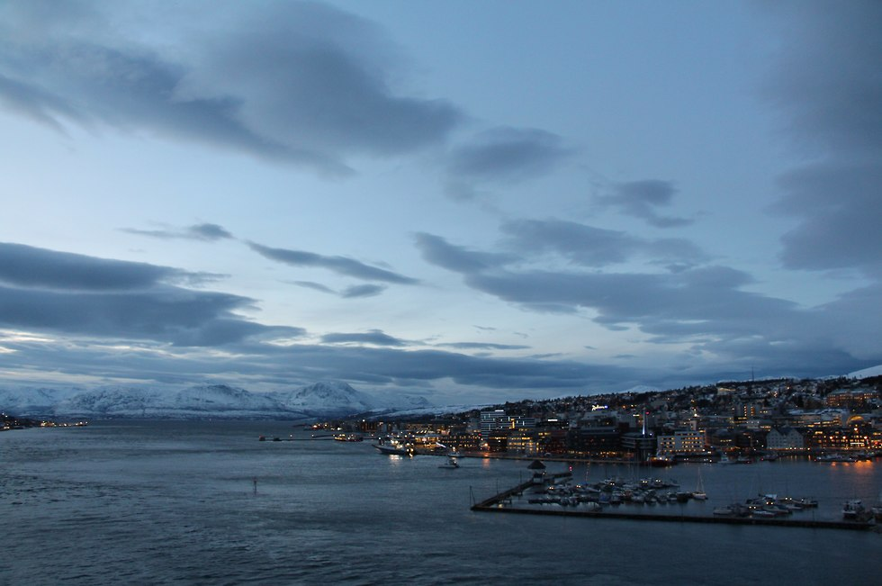 הנמל ומרכז העיר טרומסה (צילום: אסף שניידר)