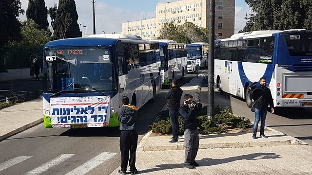 Buan bus drivers in Jerusalem over protesting the assault of a colleague (Photo: Yoav Dudkevich)