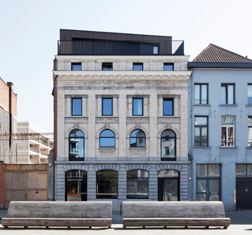 ואחריו. במקרה הזה, הבניין חולק לדירות חדשות (צילום: באדיבות בארט ורהיין)