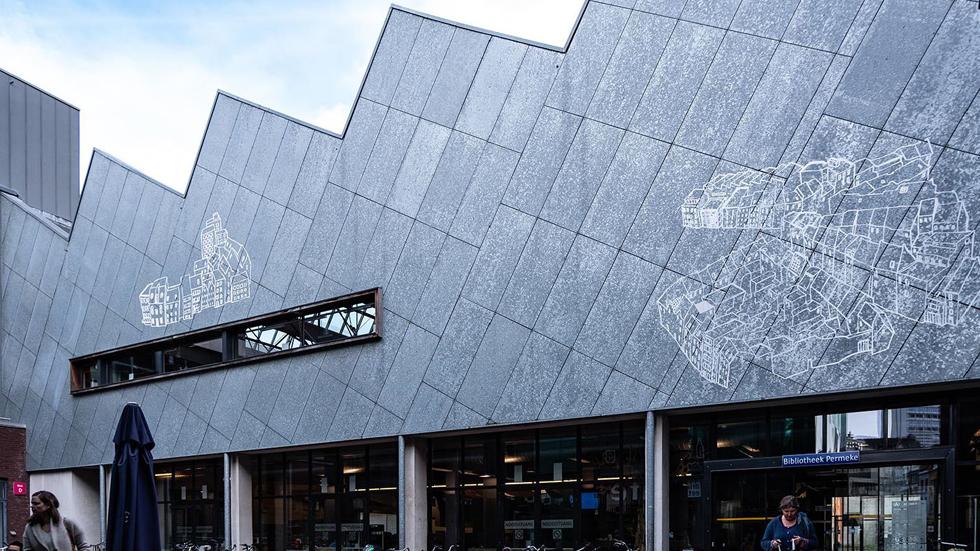 אחרי השיפוץ. הגג המשונן נשמר, והמרחב העצום בפנים הוסב לספרייה ציבורית (צילום: באדיבות בארט ורהיין)