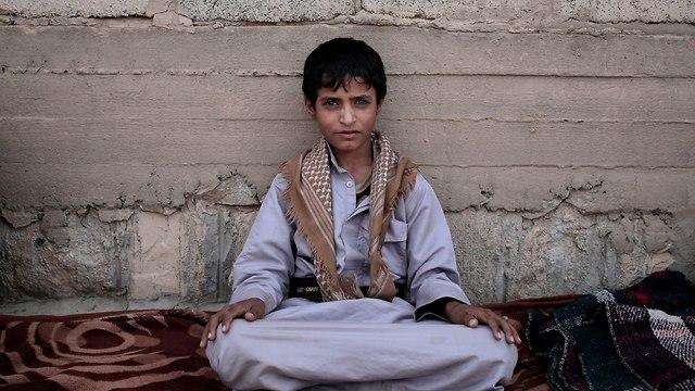 תימן חות'ים מגייסים ילדים חיילים מלחמה נגד סעודיה (צילום: AP)