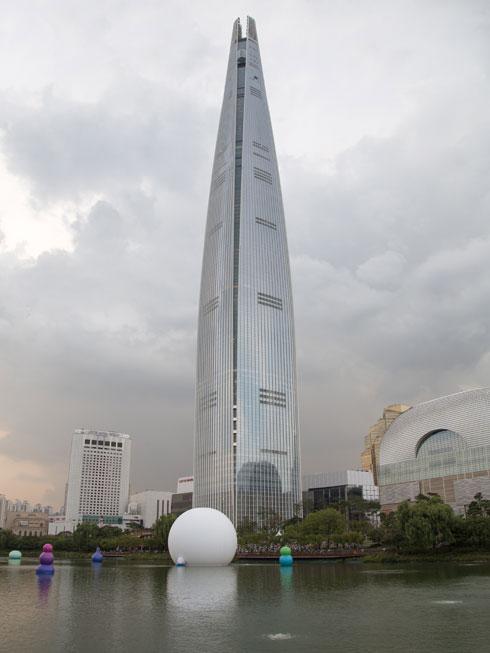 מגדל לוטה בסיאול, בתכנון משרד האדריכלים KPF (צילום: NEO80/Shutterstock)