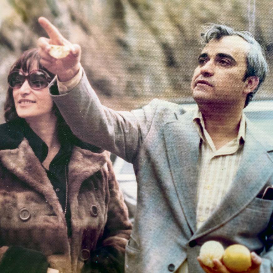 """לפני המהפכה. יצחק שגב ואשתו כרמלה בטיול שערכו באיראן. שגב: """"האייתולה אמר לי: 'אני רוצה שתסתלקו'. אמרתי לו: 'אם אתה רוצה שנסתלק, נסתלק'"""""""