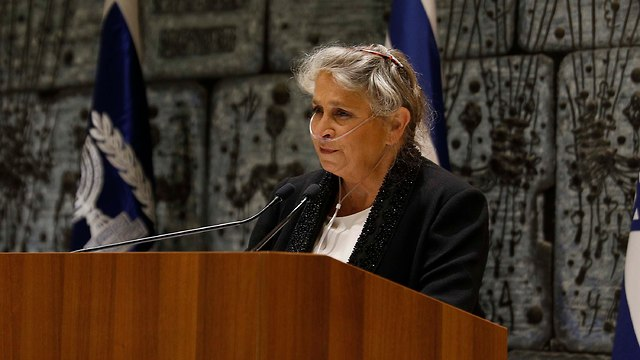 נחמה ריבלין העניקה פרס רעיית נשיא המדינה לשירה עברית (צילום: דוברות בית הנשיא )