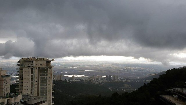 Stormy weather in Haifa (Photo: Mont Galpaz)