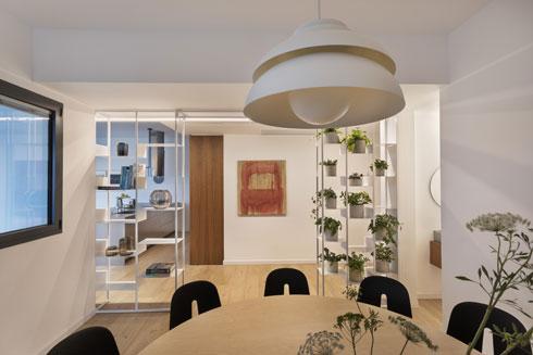פינת האוכל בחדר נפרד וסגור לנוף   (צילום: אסף פינצוק)