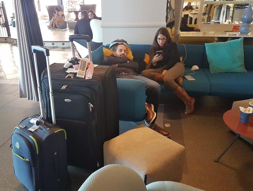 Израильтяне ждут вылета в терминале № 1 аэропорта Бен-Гурион