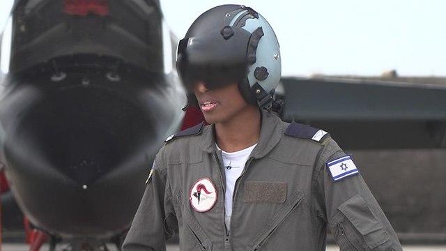 סגן י' נווט קרט בוגר קורס טיס (צילום: דובר צה