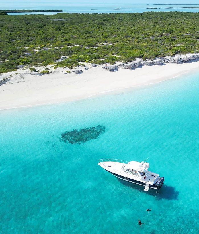 אפשר לשכור יאכטה ולחקור את האי (צילום: דניאל דויד שליבו)