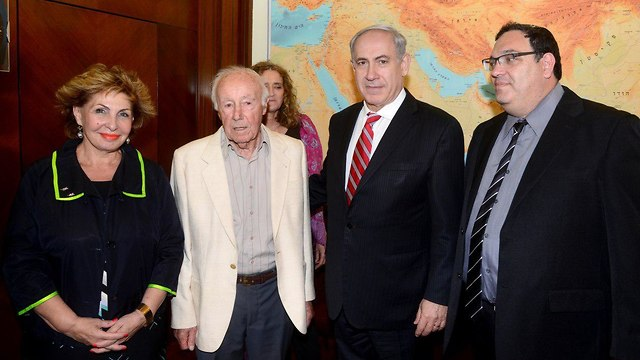 Simcha Rotem, 2nd left, with former minister Sofa Landver, left, Prime Minister Benjamin Netanyahu, and former education minister Shai Piron, in 2013.  (Photo: GPO)