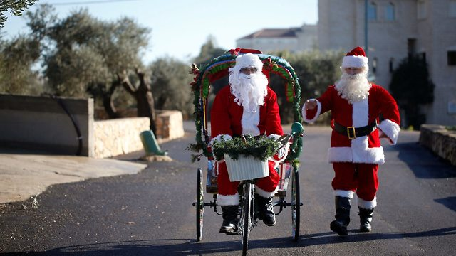 חג המולד במעיליא  (צילום: רויטרס)