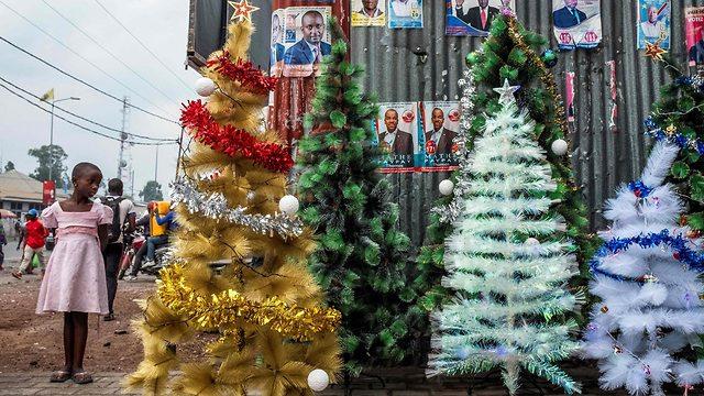 קישוטים לקראת חג המולד בגומא, קונגו (צילום: AFP  )