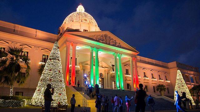 קישוטים לקראת חג המולד בסנטו דומינגו, בירת הרפובליקה הדומיניקנית (צילום: EPA  )