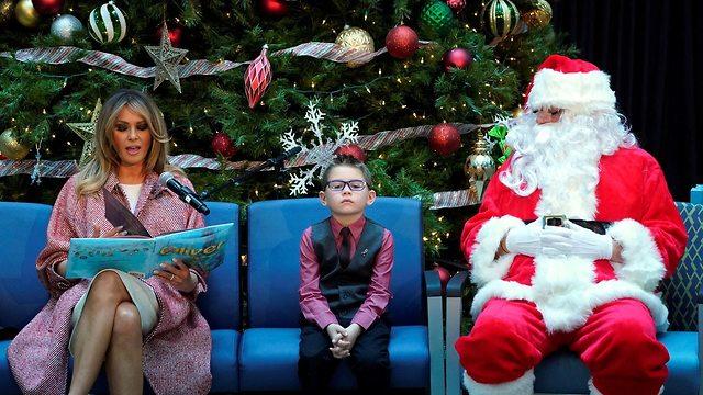 מלניה טרמאפ בבית הלבן לקראת חגיגות חג המולד (צילום: רויטרס)