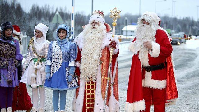 קישוטים לקראת חג המולד בפינלנד (צילום: AFP)