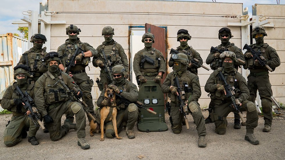 ambo with officers of Israel Police counter-terrorism unit (Photo: Police Spokesperson's Unit)