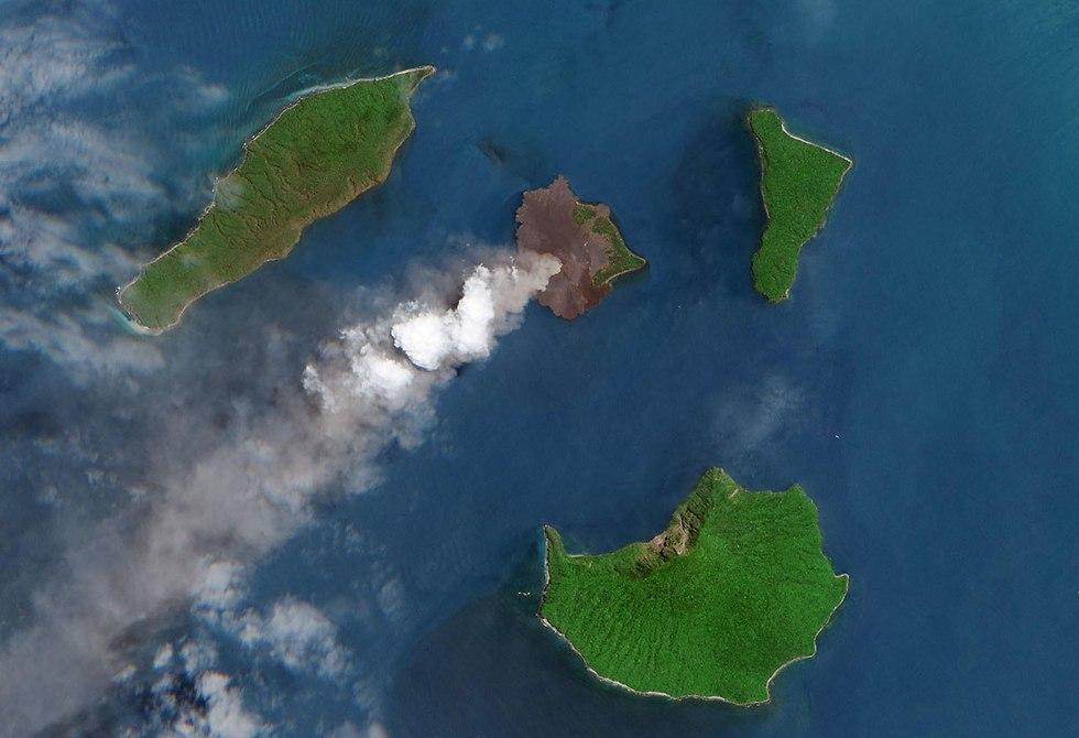 הר הגעש קרקטאו באינדונזיה (צילום: EPA / ESA / NASA)