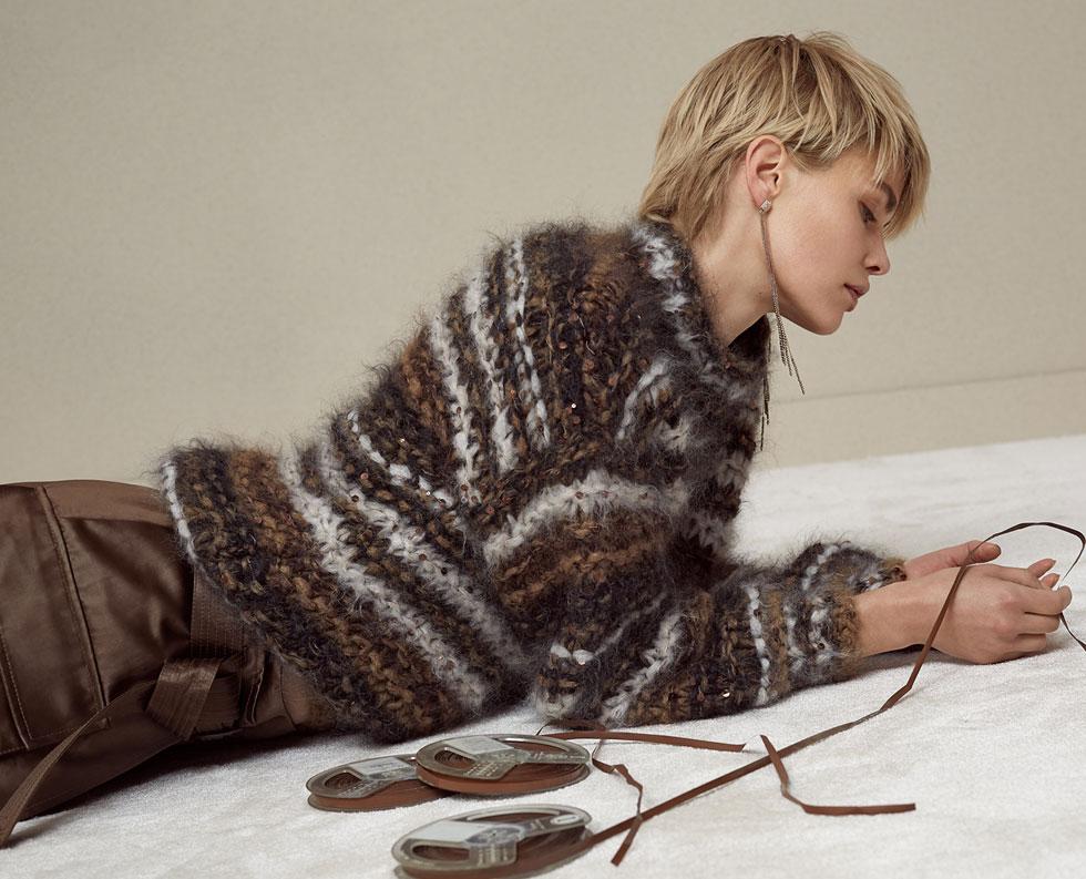 כרטיס הביקור של מותג האופנה ''ברונלו קוצ'ינלי'' הוא סוודרים שמשלבים סוגים שונים של חוטים, ונסרגים בעבודת יד עמלנית