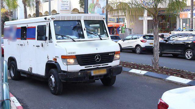 שוד רכב מאובטח מודיעין (צילום: מוטי קמחי)