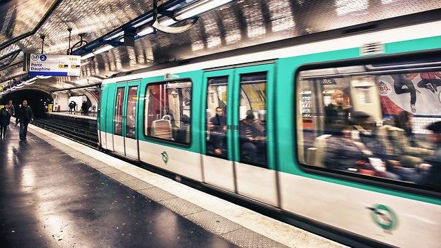 מטרו בפריז (צילום: shutterstock)