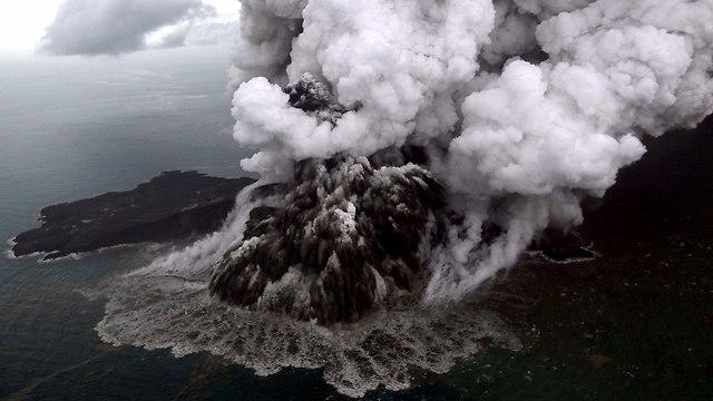הר הגעש קרקטאו באינדונזיה (צילום: AFP)